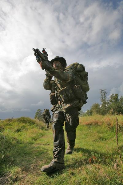 SEKM Soldaten wŠhrend einer GelŠndesicherung